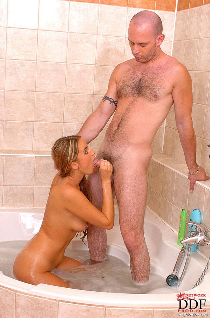 seks-papa-v-dushe
