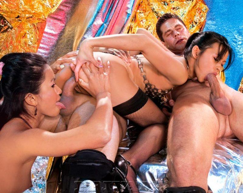 Азиатское групповое порно видео