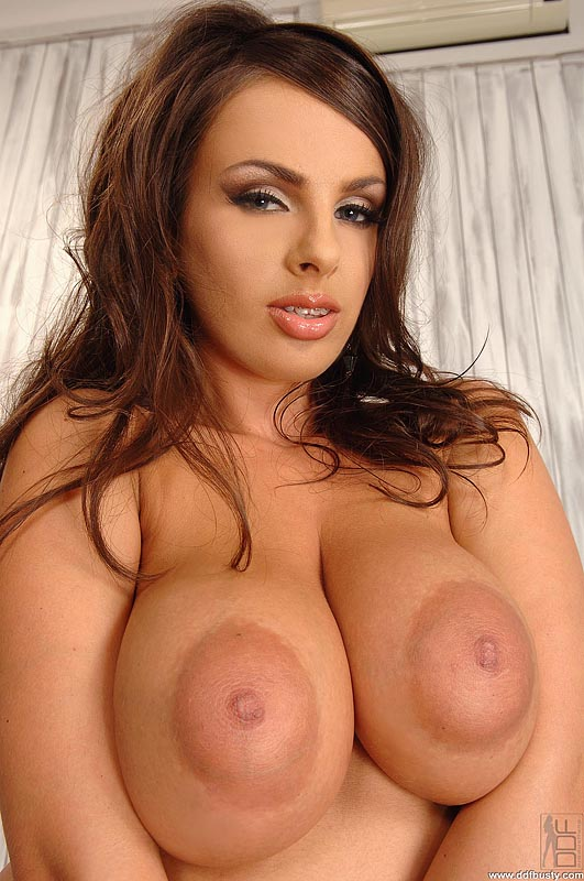 Free Porn - Sexy Babe Kyra Shows Off Her Big Boobs And Areolae from