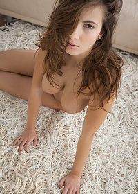Brunette beauty Josephine